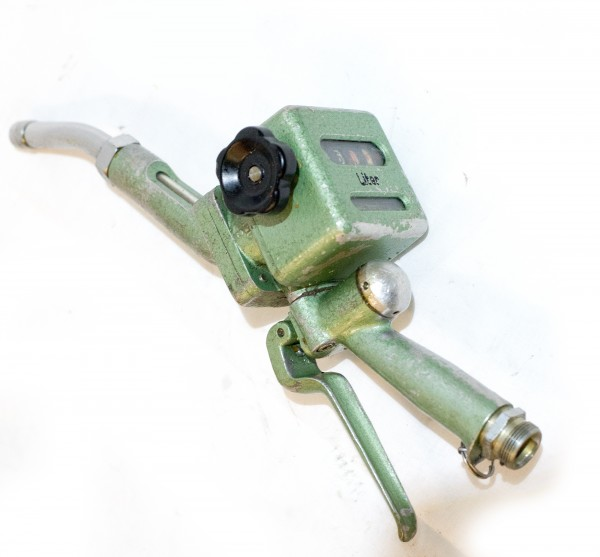 2x. Ölzapfpistole Typ 495.01 DDR mit Zähler