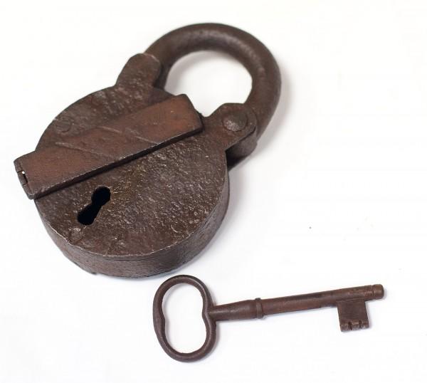 Schweres altes geschmiedetes Vorhängeschloß m. Schlüssel funktionstüchtig