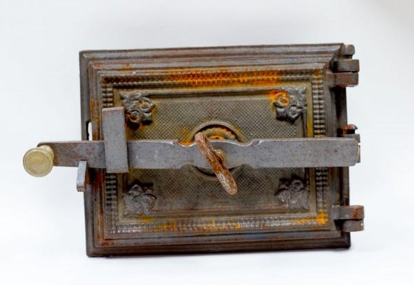 Antike Ofentür mit Rahmen, aus Guss und mit Wundervoller Patina