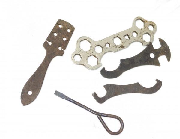altes Fahrrad Werkzeug mehrfach Schraubenschlüssel Speichen MIFA Bordwerkzeug