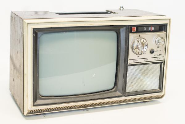 Nostalgie Kofferfernsehgerät von Sharp BJ. 1972 Deko