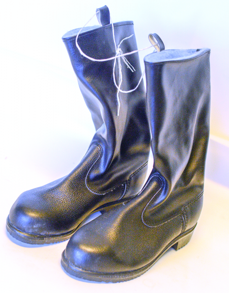 Schwarze Stiefel DDR Produktion Gr. 37,5 Ostalgie DDR NVA MVS NEUWERTIG