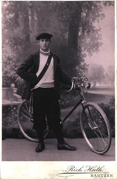 Historisches Foto, Bursche mit Rennrad um 1920 | Richard Hut Bautzen